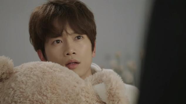 Teddy bear Nana and Cha Do-hyun (Ji-Sung) in 2015 Korean drama Kill Me, Heal Me
